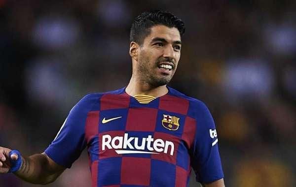 Suarez 'very happy' at Barcelona but MLS switch a possibility