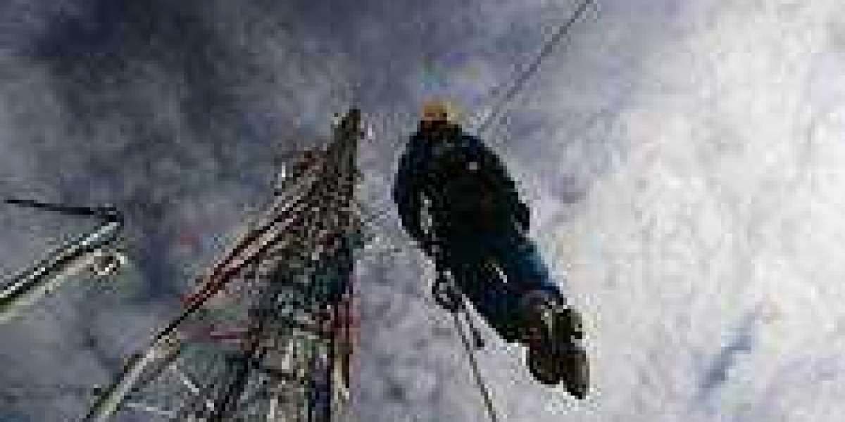 How To Become A Tower Climber, Job Responsibilities, Skills ...