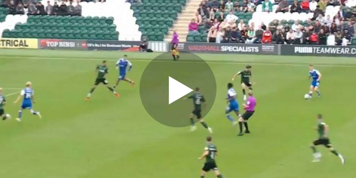 (Video) Manchester United loanee assists goal with stunning pass v Plymouth Argyle